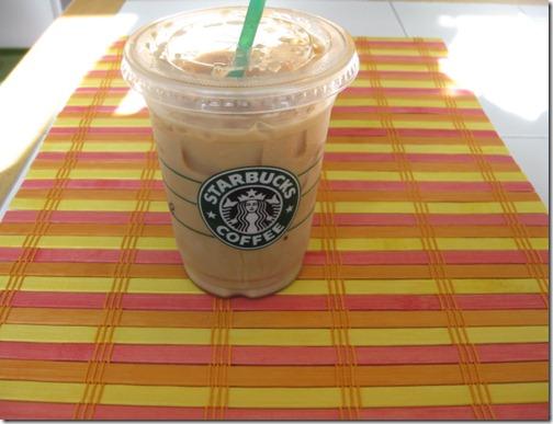 Starbuck's Grande Iced Latte