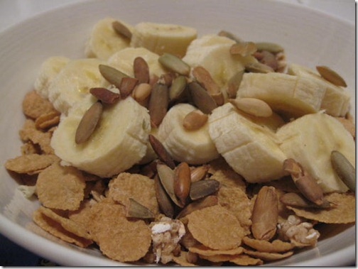 Cereal with bananas and nut