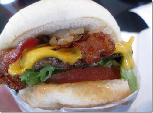 willie's bacon cheeseburger
