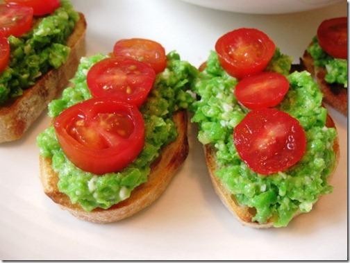 Giada's Pea Pesto Crostini